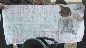 Родители от София казаха не на насилието в детските градини и училищата