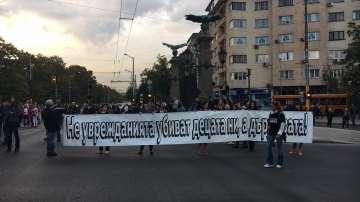 """Протестът на майките на деца с увреждания блокира движението по """"Орлов мост"""""""