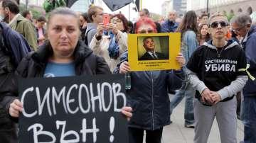 Майки на деца с увреждания на протест с искане за оставката на Валери Симеонов