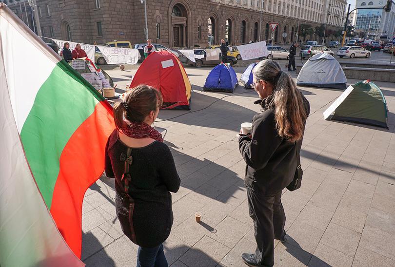 снимка 5 Продължава протестът на медицинските сестри пред МС