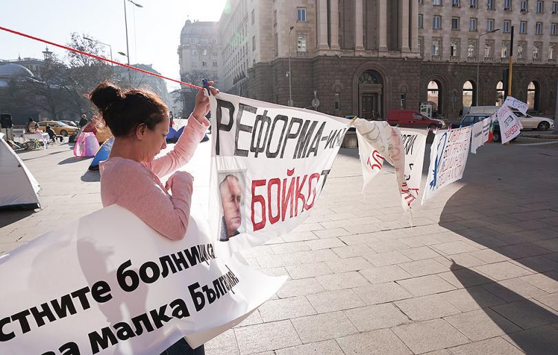 снимка 6 Продължава протестът на медицинските сестри пред МС