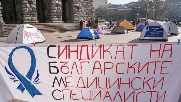 Медицинските специалисти прекратиха протеста си след срещата с министър Ананиев
