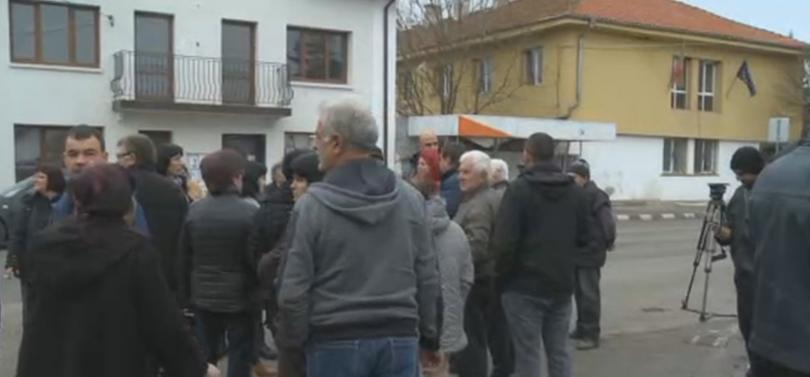 Жителите на пернишкото село Мещица излязоха на протест заради режима