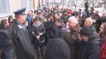 Хората в Момчилград излязоха отново на протест заради убитото 7-годишно момиче