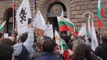Около 40 души са пострадали от лютивия спрей на протеста пред МРРБ