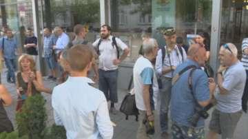 Протест пред Министерството на културата заради уволнения художник