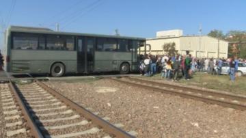 Продължават протестите на работници от заводите на Миню Стайков
