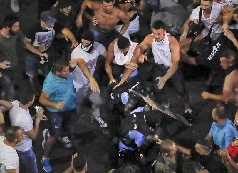 Пореден ден на антиправителствени протести в Румъния с обвинения в