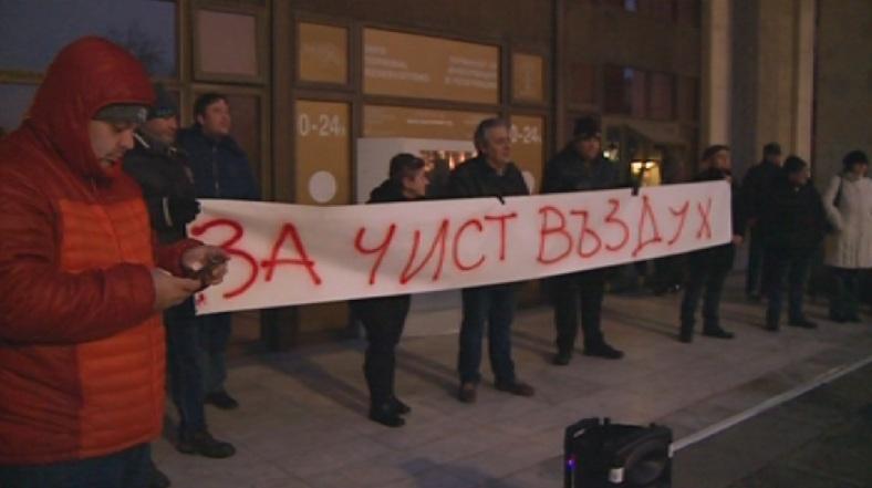 Русенци отново излязоха на протест за чистотата на въздуха. Недоволството