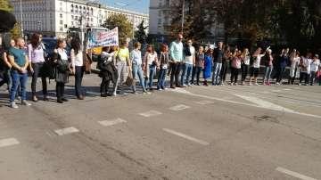 Повече от 3 часа продължава срещата на министър Ананиев с медицинските сестри
