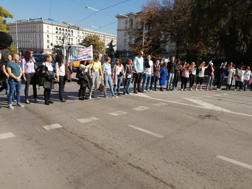 снимка 1 Медицински сестри отново излязоха на протест в София