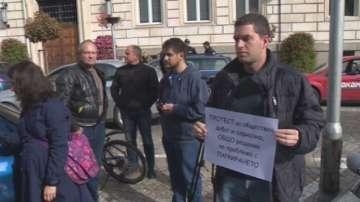 Граждани излязоха на протест заради промените в платените зони за паркиране
