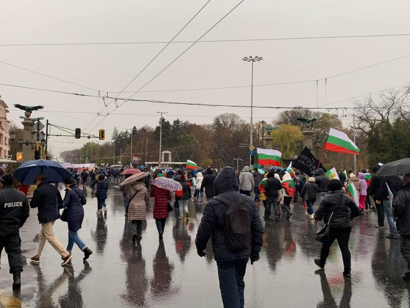 снимка 3 Протестно шествие по софийските улици с искане за смяна на системата