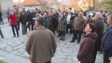 Жителите на село Илинденци излязоха на протест срещу поскъпването на водата