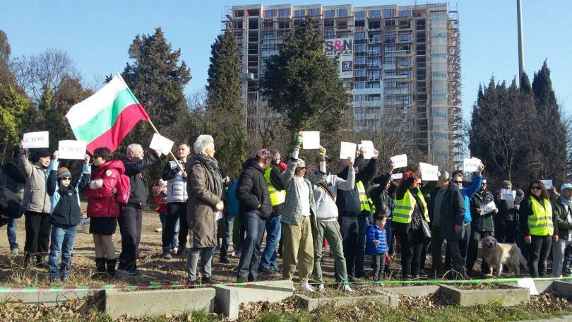 Десетки варненци протестираха срещу презастрояването на парка в района на