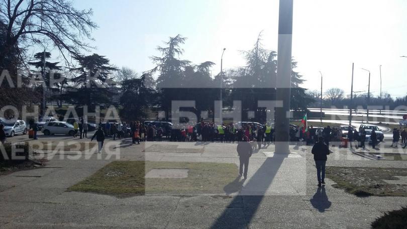 снимка 2 Варненци протестираха срещу презастрояването на парк