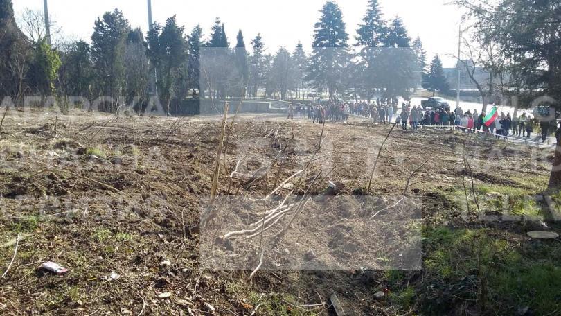 снимка 3 Варненци протестираха срещу презастрояването на парк