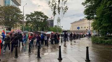 """Протестиращите здравни работници блокираха движението по бул. """"Мария Луиза"""""""