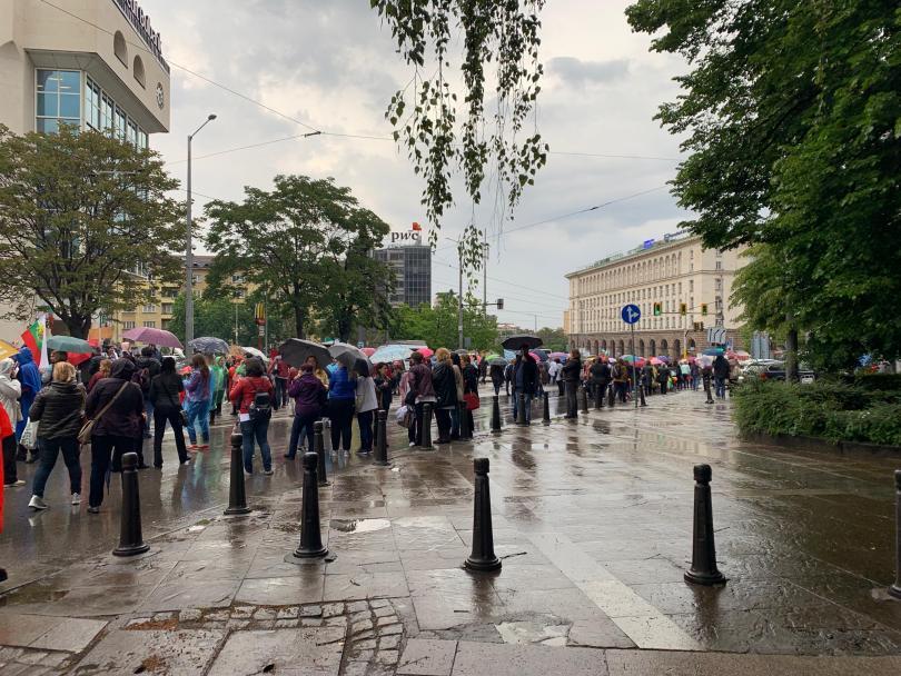 Протестът на медицинските сестри, фелдшери лаборанти и акушерки се премести