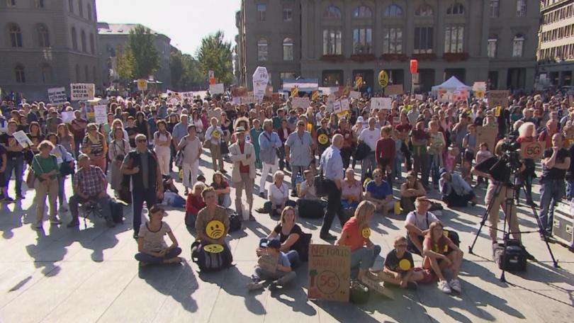 Хиляди протестираха в швейцарския град Берн срещу изграждането на 5g