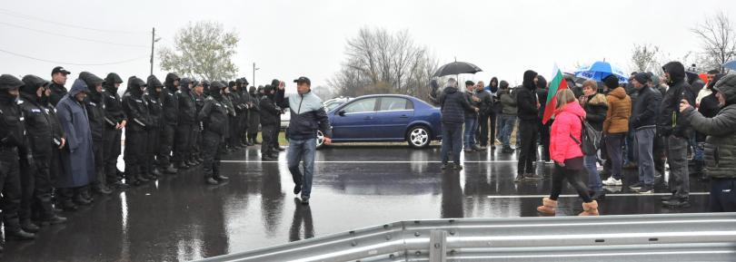В Пловдив протестът започна с автомобилно шествие. Шествията по точно