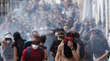 Сблъсъци между полиция и протестиращи на срещата на Г-7