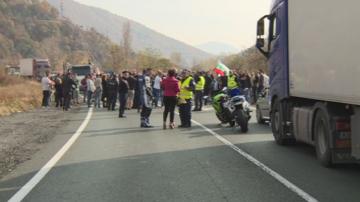 Протестни шествия и блокади на пътища в страната