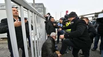 Изхвърлиха двама депутати от обществената телевизия в Унгария