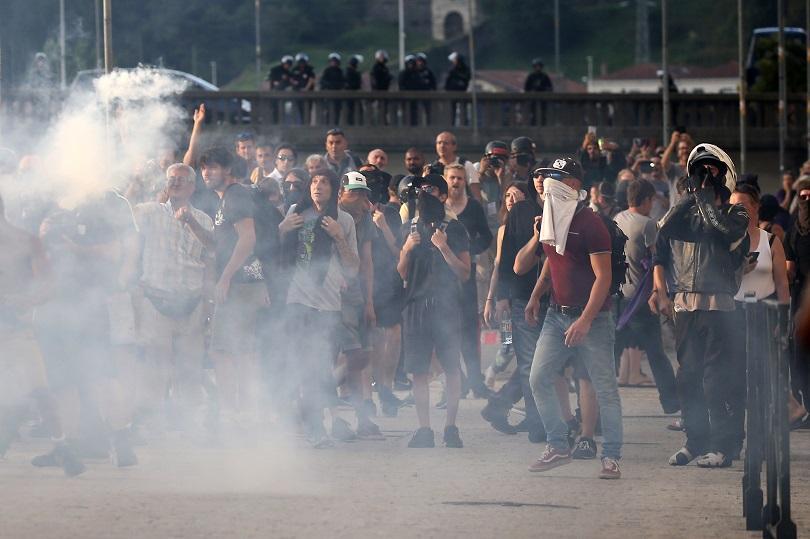 снимка 1 Сблъсъци между полиция и протестиращи на срещата на Г-7