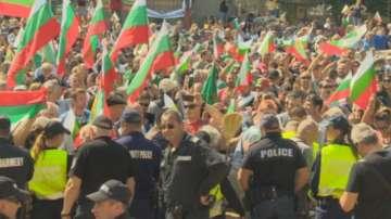 Протест срещу системата на управление пред парламента