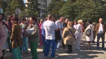 Медиците от болницата във Враца отново излязоха на протест