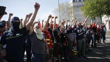 Призиви за масови протести срещу реформите на Макрон