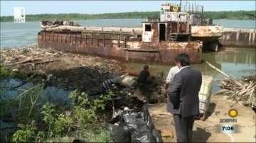 Областната управа на Русе чисти натрупани отпадъци по брега на Дунав