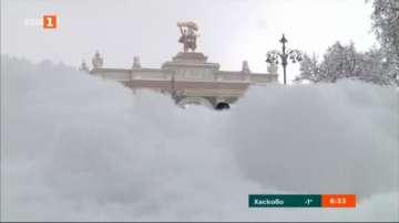 Снежна пелена над Москва
