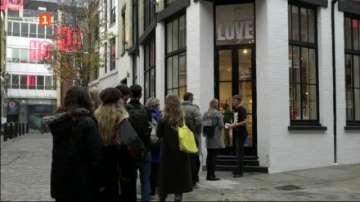 Коледна изненада за бежанци в Лондон