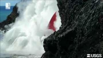 Лава изби по една от стените на вулкана Килауеа (ВИДЕО)