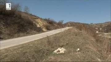 Незаконно сметище по пътя за благоевградското село Делвино