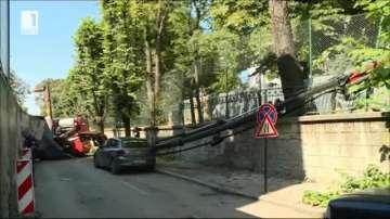 Кран падна във Варна