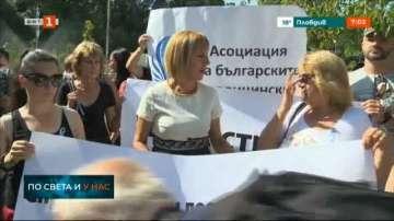 Мая Манолова внася в НС проект на закон за съсловните организации