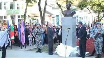 Откриха паметник на Цар Борис Трети в Попово