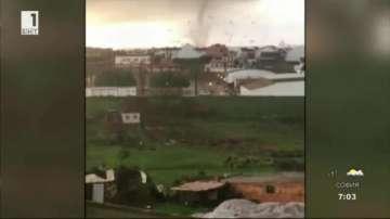 Мощно торнадо в Испания