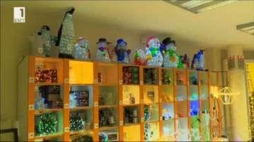 Продължават проверките в магазините за коледна украса и пиротехника