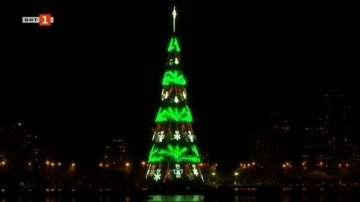 Запалиха светлините на плаващо коледно дърво в Рио де Жанейро