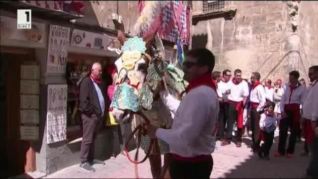 На 2 май всяка година в малък испански град се