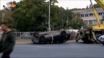 Кола падна в Перловската река, няма жертви и ранени