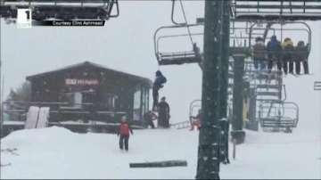 Скиор увисна от лифта на дръжката на раницата си в щата Юта