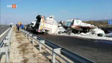 Тежка катастрофа между два ТИР-а взе жертва при Белокопитово