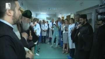 Патриарх Неофит дари апаратура на болница Пирогов