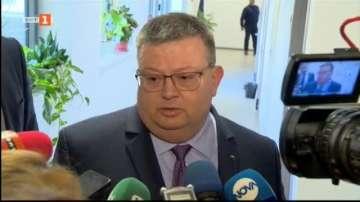 Утре връщат Баневи в България