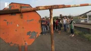 Близо 100 миньори блокираха пътя от Бургас към курорта Слънчев бряг